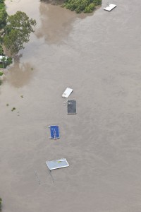 Brisbane floods, River debris